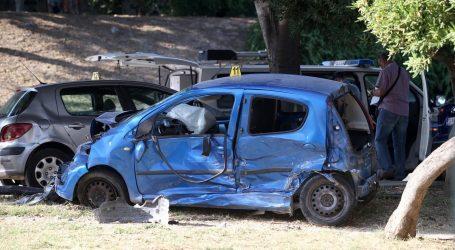 SPLIT U teškoj prometnoj nesreći 4 automobila poginula pješakinja