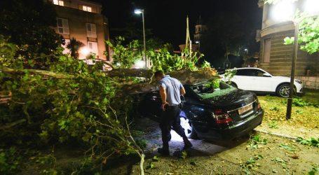 Snažna oluja poharala Hrvatsku: Vjetar nosio krovove, rušio stabla