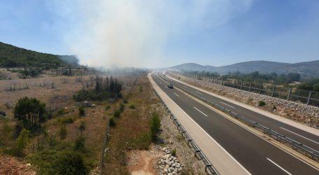 HAK Zbog požara za sav promet zatvorena dionica autoceste A1 između čvorova Šibenik i Vrpolje