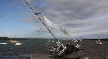 Nasukalo se više od 20 brodica, na Molatu spašeni mali Švicarci