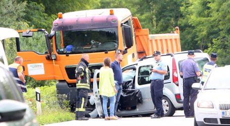 U sudaru teretnjaka i osobnog vozila kod Slunja poginula jedna osoba