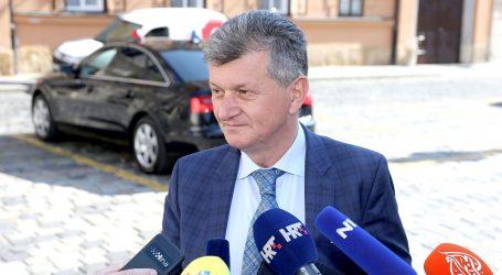 Kujundžić pred Vladom izgubio živce, izvrijeđao novinare
