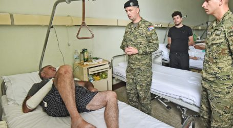 Zapovjednik Tigrova posjetio pretučenog Puljanina (77)