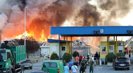 Više nema otvorenoga plamena u požaru na Reciklažnom dvorištu Jakuševec