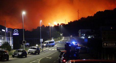 HAK Zbog požara zatvorene su cesta Šibenik-Bilice-Tromilja i Zaraće-Milna