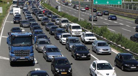 Tijekom dana očekuje se pojačan promet na većini cesta u smjeru mora