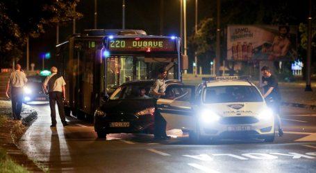 INTERVENIRALA POLICIJA: Azilant napao skupinu mladića u ZET-ovom autobusu