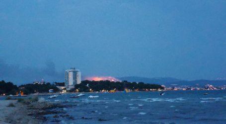 FOTO Ogroman požar kod Šibenika vidi se iz obalnih mjesta