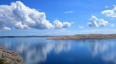Pretežno sunčano i vruće, poslijepodne u Dalmaciji i Istri mogući pljuskovi