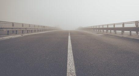 Magla mjestimice smanjuje vidljivost, tijekom dana pojačan promet prema moru