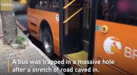 VIDEO: Autobus nasreću nije dublje propao