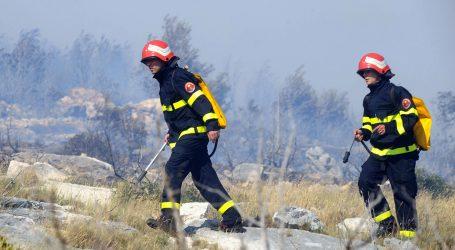 Požar kod Skradina stavljen pod nadzor