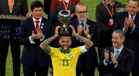 Dani Alves vratio se u Brazil, igrat će za Sao Paulo