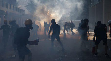 """Kina upozorila prosvjednike u Hong Kongu da se """"ne igraju s vatrom"""""""