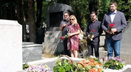 Deset godina od smrti Savke Dabčević-Kučar, izaslanstvo HNS-a položilo vijenac