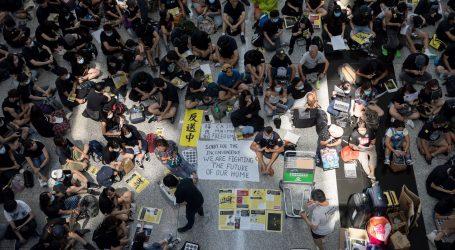 TISUĆE LJUDI PROSVJEDUJU: Zračna luka u Hong Kongu otkazala sve odlazne letove