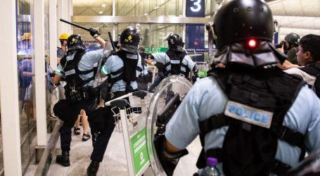 """Kina kaže da su prosvjednici kao """"teroristi"""", aerodrom u Hong Kongu ponovno radi"""