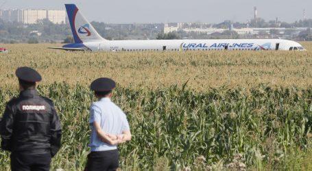 Putin odlikovao pilote koji su uspješno spustili putnički zrakoplov s pokvarenim motorima