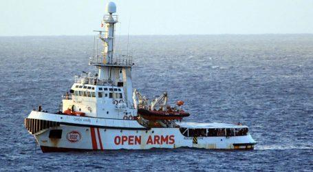 Očajni migranti skaču u more s Open Armsa, Madrid najavio novi prijedlog