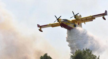 Zračne snage treći dan zaredom gase požar kod Knina