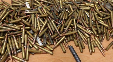 Policija kod 81-godišnjaka pronašla arsenal oružja, streljiva i eksplozivnih sredstava