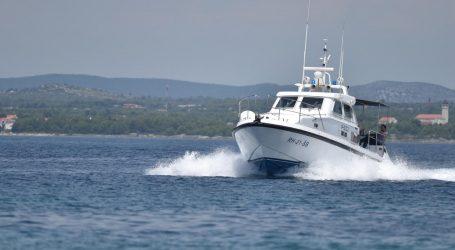 Srušio se pred suprugom i dvoje male djece: Muškarcu (51) pozlilo na brodu, preminuo je