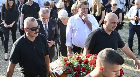 POGANA VLAKA (FOTO) Sahranjena majka Milana Bandića