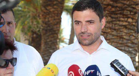Bernadić u Splitu kritizirao gradske vlasti 'Ugostiteljima uzimate kruh iz usta'