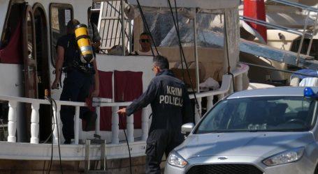 Mali Talijani otrovani na brodu posebnim avionom prevezeni iz Splita u rimsku bolnicu