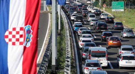 Pojačan je promet na autocesti A3, u priobalju i na većini cesta u smjeru mora