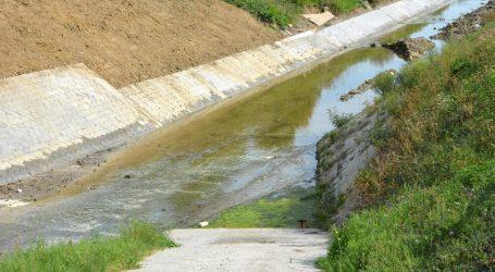 Dječak s mosta pao u kanal, liječnici se bore za njegov život
