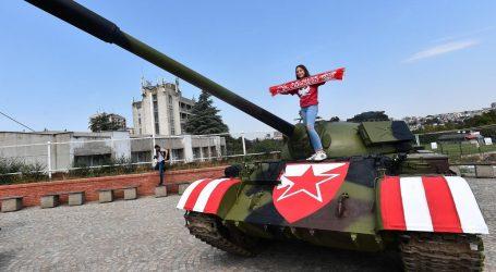 Hrvati zgroženi parkiranim tenkom ispred stadiona Crvene zvezde