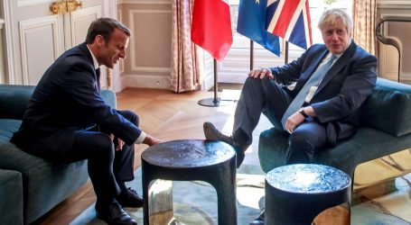 Boris Johnson se raskomotio u Elizejskoj palači