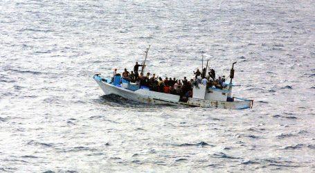 Spasilački brod na kojem je već bilo 120 migranata, spasio još 39
