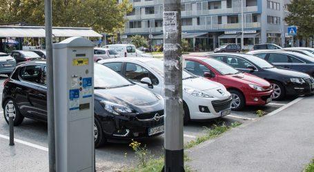 VIDEO: Muškarac brzo zaustavio automobil bez vozača