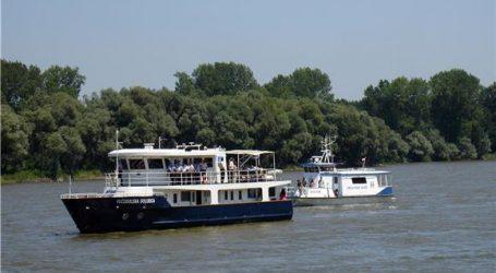 VUKOVAR Policajci spasili (pijanog) tatu i sina iz neobuzdanog Dunava
