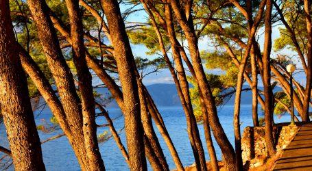 Na Jadranu sunčano, u unutrašnjosti umjerena naoblaka