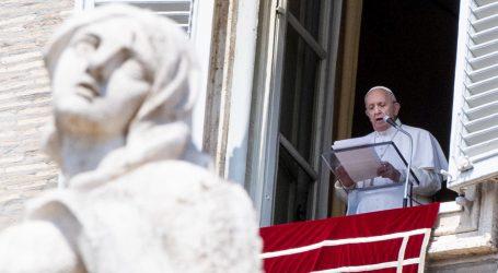Papa zaglavio u liftu, oslobodili ga vatrogasci