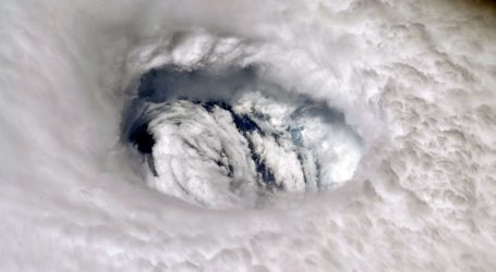 Uragan Dorian oslabio na treću kategoriju, zastao na Bahamima