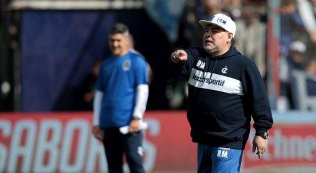 Oduševljeni navijači Gimnasie iz La Plate dočekali Maradonu