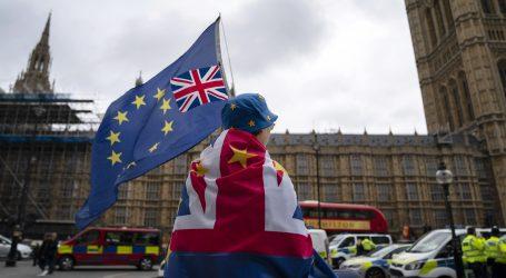 Johnson tvrdi da nije lagao kraljici Elizabeti u vezi Brexita
