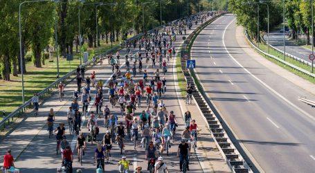 Prosvjednici biciklima došli na frankfurtski auto show i traže manje vožnje automobilima
