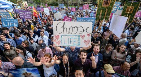 Deseci tisuća ljudi danas je marširalo Bratislavom, tražili su potpunu zabranu pobačaja
