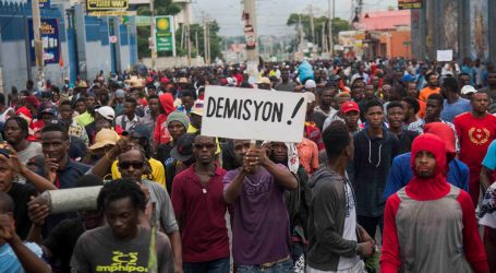 Senator s Haitija pucao po prosvjednicima, reporter ranjen u bradu