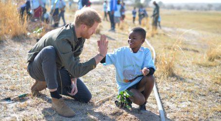 Princ Harry počeo posjet Bocvani sadnjom stabla