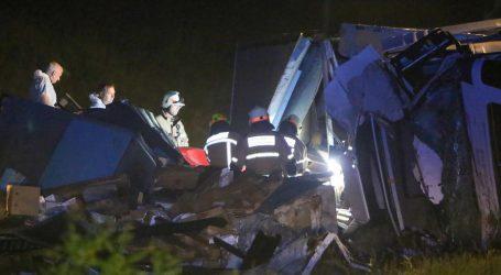 DETALJI NESREĆE KOD KARLOVCA: Pod kamionom poginuo 26-godišnjak