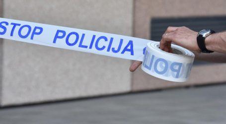 Pijan bježao policiji, izgubio kontrolu nad vozilom i uletio u dnevni boravak kuće