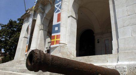 GODIŠNJICA OKUPACIJE RIJEKE: Na Guvernerovu palaču razvili zastavu Kraljevine Italije, privedena četvorica Talijana