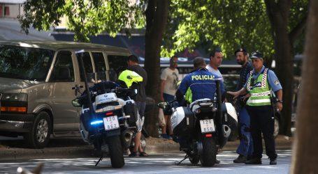 Naletjeli motociklom na policajca i pobjegli
