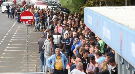 GUŽVE NA MAKSIMIRU: U prvih pola sata rasprodane karte za zapad dolje